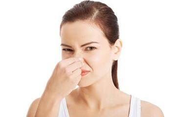 Kinh nguyệt có mùi hôi khó chịu là dấu hiệu gì?