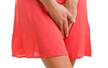 Rách màng trinh có bị ra nhiều máu không?